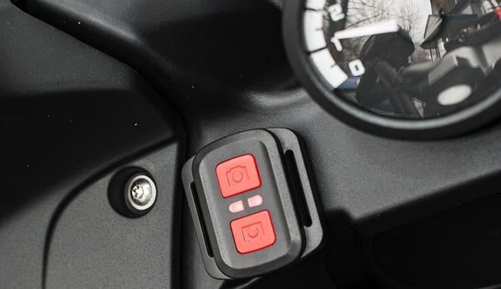 AVS0710DVR можно включить с кнопки на руле