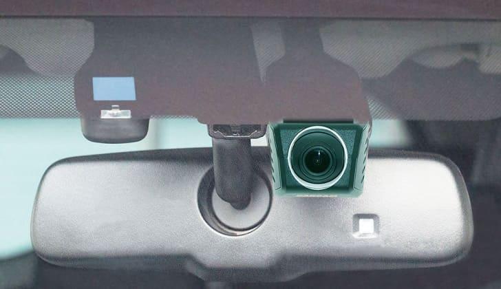 CarCam U4-HD крепится за зеркалом