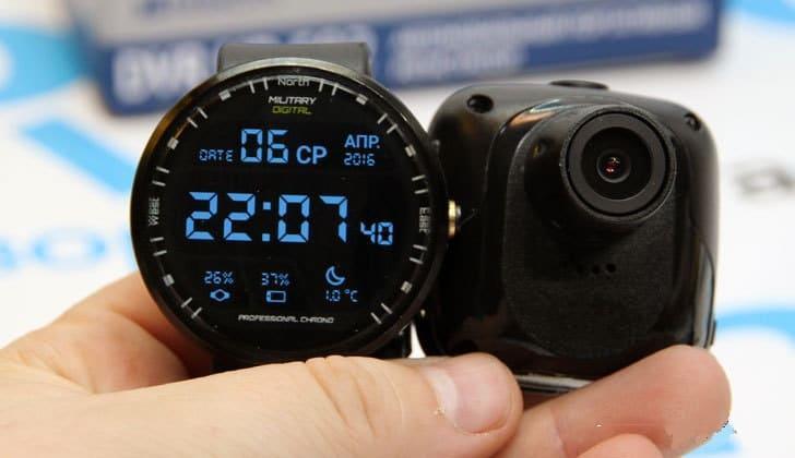Модель PARKCITY HD 592 в руке