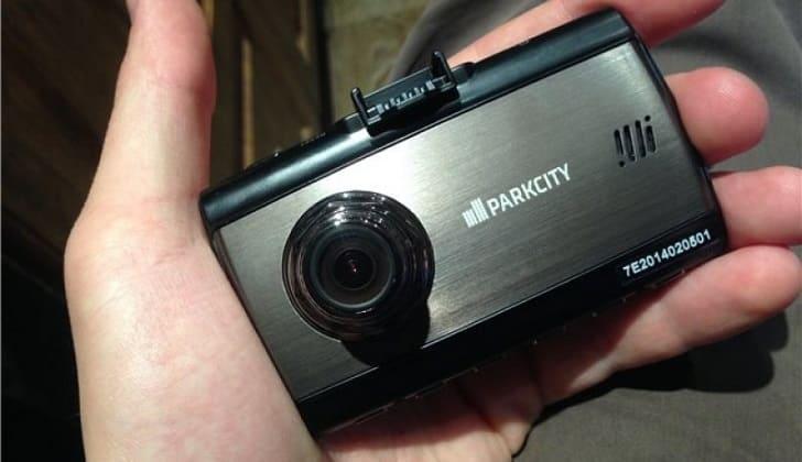 Прибор Parkcity DVR HD 750 удобен в руке