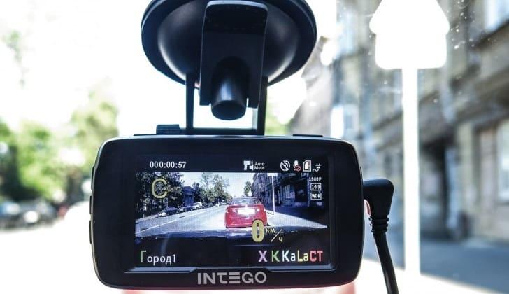 Регистратор Intego в машине