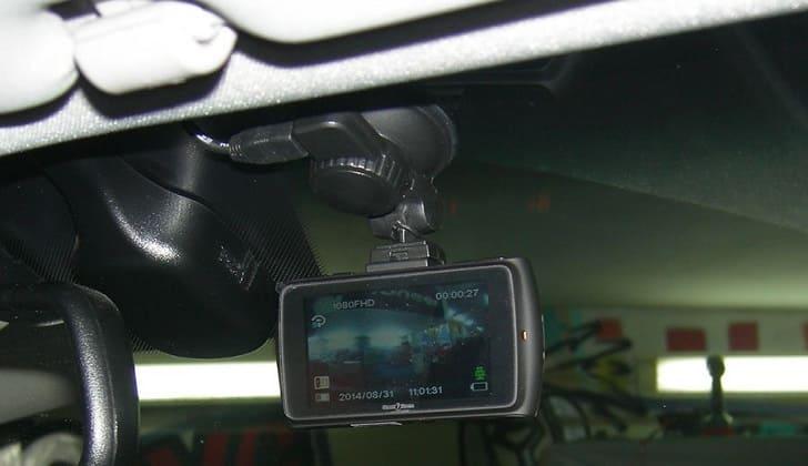 Street Storm CVR-N9310 на стекле