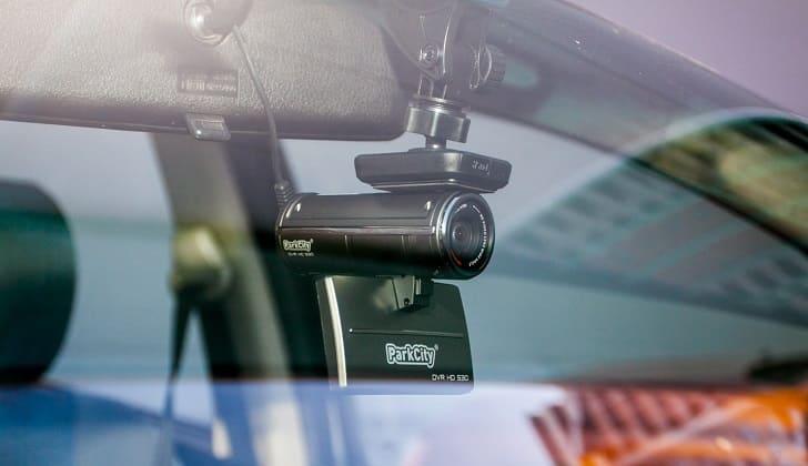 Устройство Parkcity DVR HD 530 в салоне