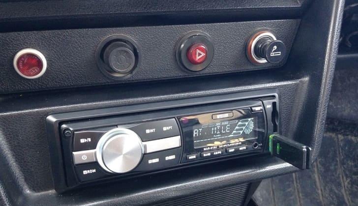 Аудиосистема совместима с USB накопителем