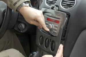 Как снять рамку и штатную магнитолу 6000 CD на Ford Focus (Форд Фокус) 2