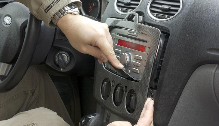 Демонтаж автомагнитолы Форд