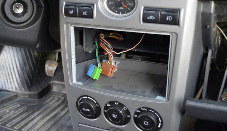 Демонтаж автомагнитолы ВАЗ