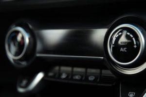 Почему не включается (работает) магнитола в машине хотя питание на ней есть