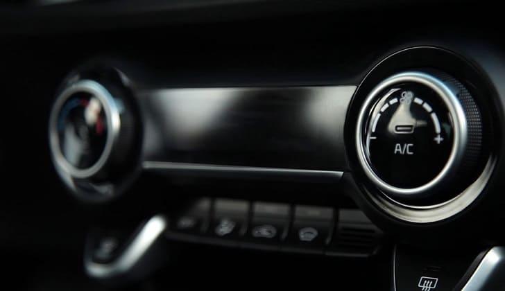 Не включается магнитола в машине