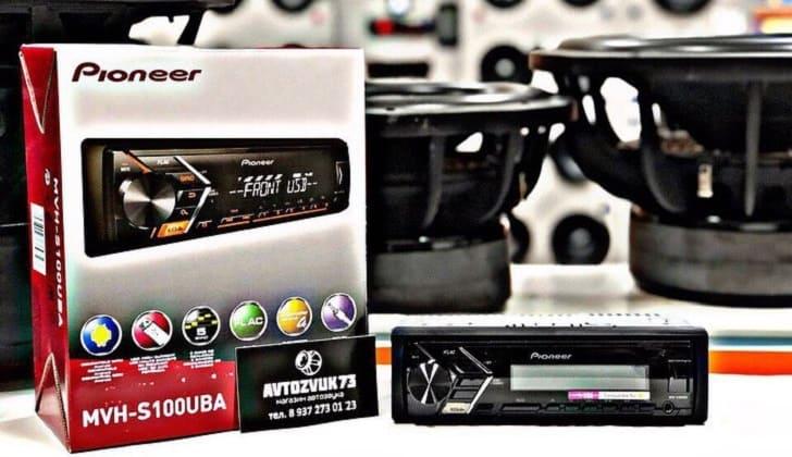 Pioneer MVH-S100UB возле коробки