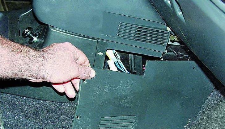 Расположение защитного прибора на ВАЗ 2112