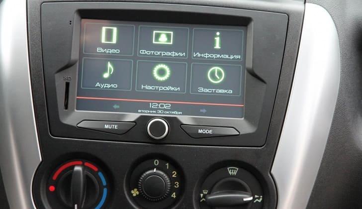 Штатная  2 Дин автомагнитола на Lada Granta лифтбек