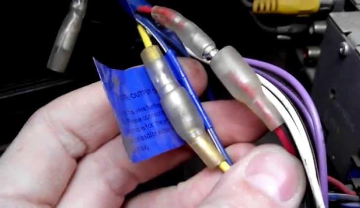 Соединение выходо при подключении магнитолы