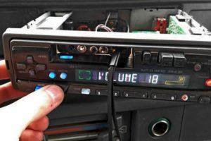 Как подключить флешку или телефон к автомагнитоле если нет USB (ЮСБ) входа