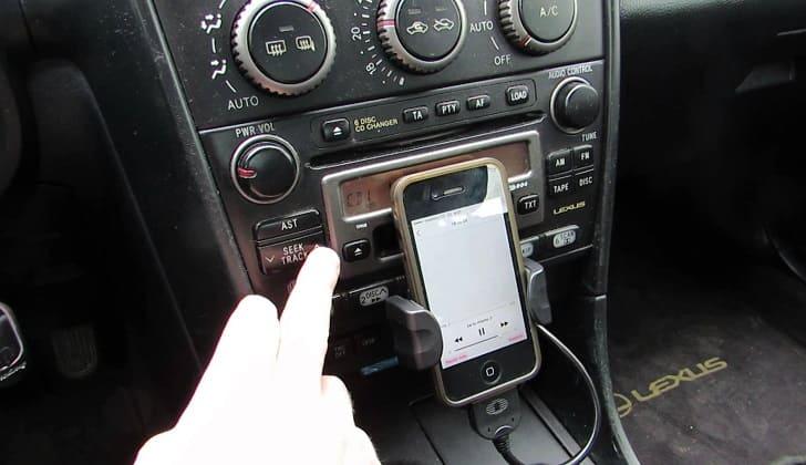 Удобно включать музыку со смартфона