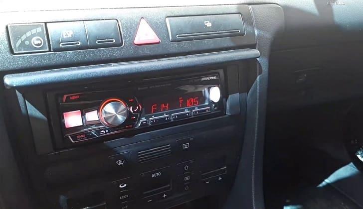 В авто Alpine UTE-92BT