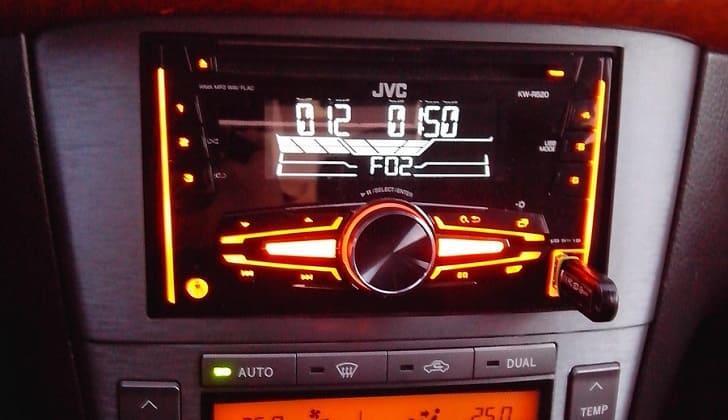 В машине JVC KW-R520