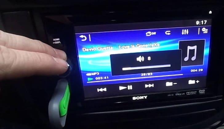 Вмонтированная Sony XAV-65