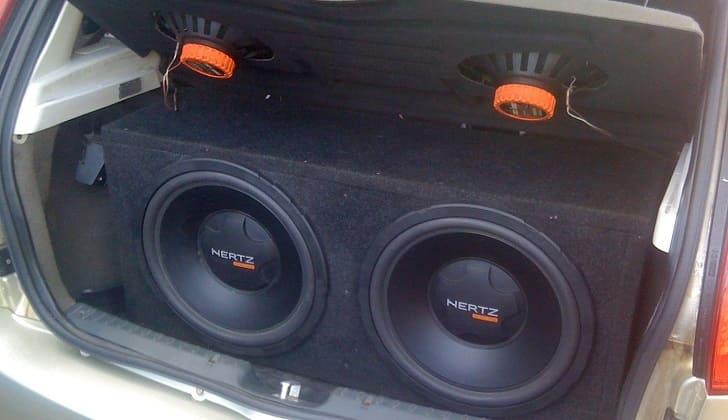 Активное звуковое устройство в багажнике