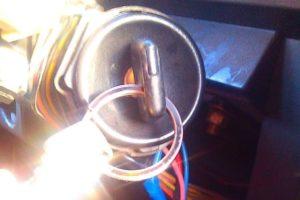 Как подключить магнитолу к замку зажигания чтобы она работала когда он выключен