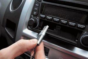 Почему магнитола не видит флешку с музыкой через USB в машине а компьютер читает
