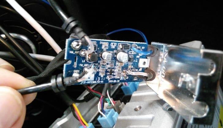 Соединение кабеля питания с усилителем сигнала