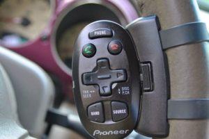 Как подключить универсальный пульт и адаптер для автомагнитолы на руль с кнопками управления