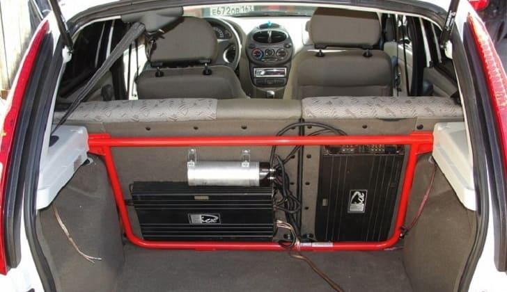Установка накопителя и сабвуфера в багажнике