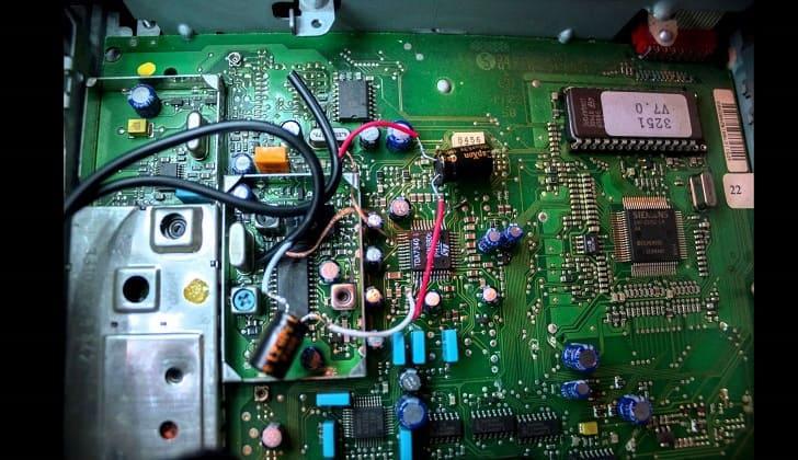 Впаянные провода на плате CD-проигрывателя