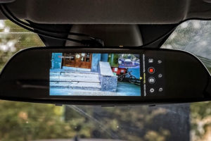 Как подключить зеркало с камерой заднего вида для автомобиля и схема установки в салоне