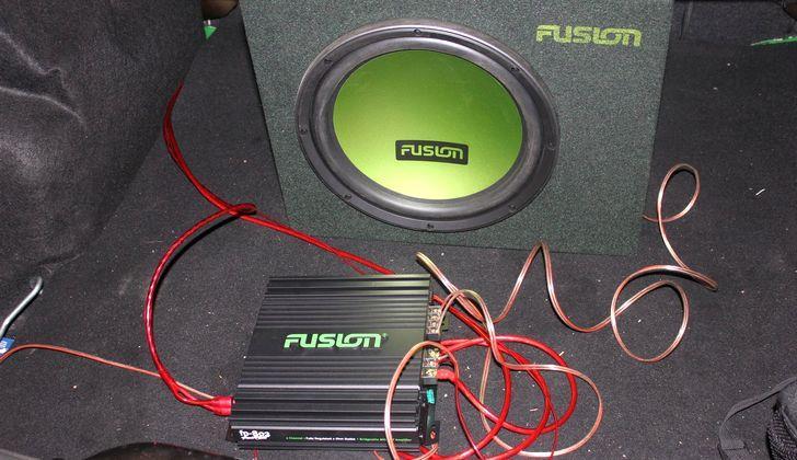 Установка аудио в багажник