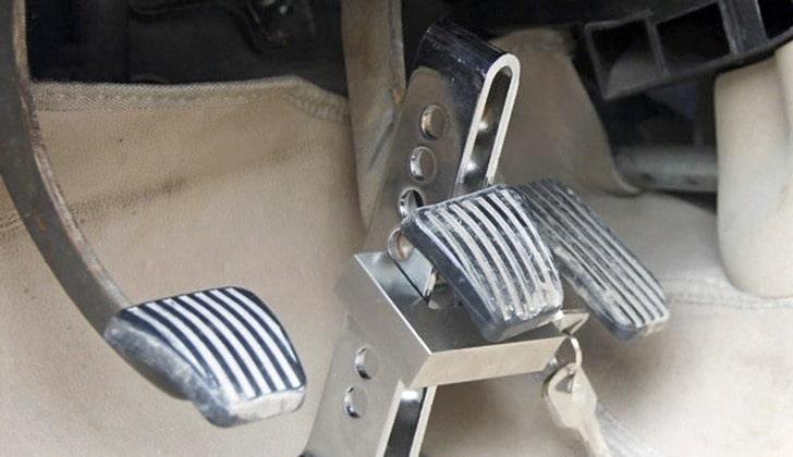 Блокиратор педалей