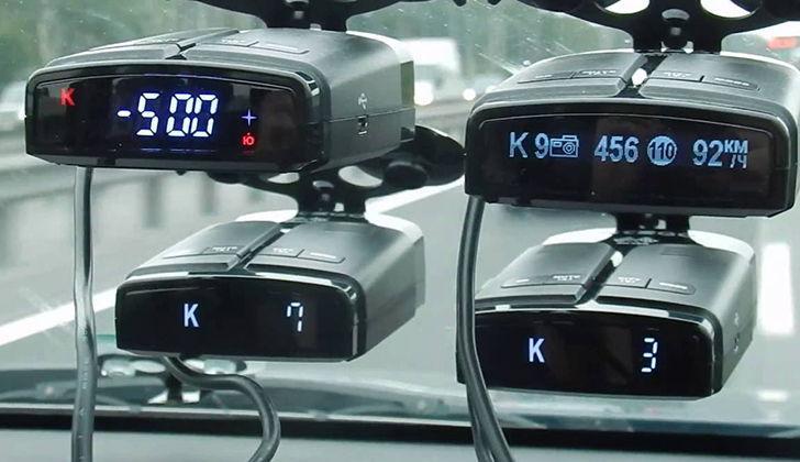 Четыре антирадара на автомобильном стекле