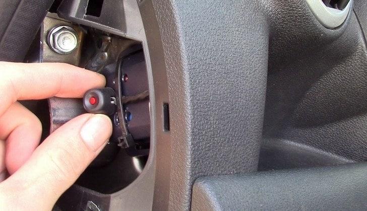 Демонтаж сервисной кнопки