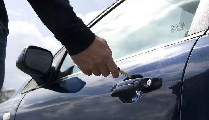 Открытие машины ключом