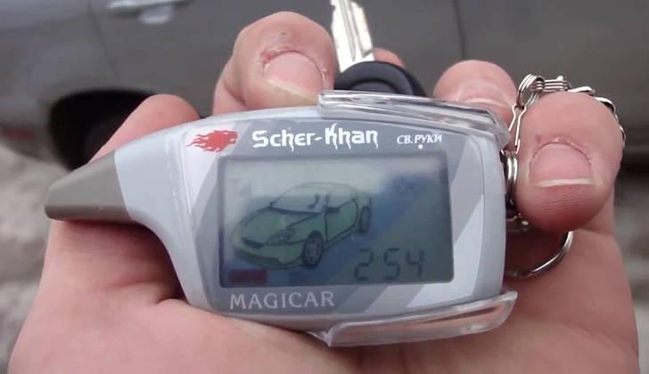 Брелок Scher-Khan Magicar 5 в руке
