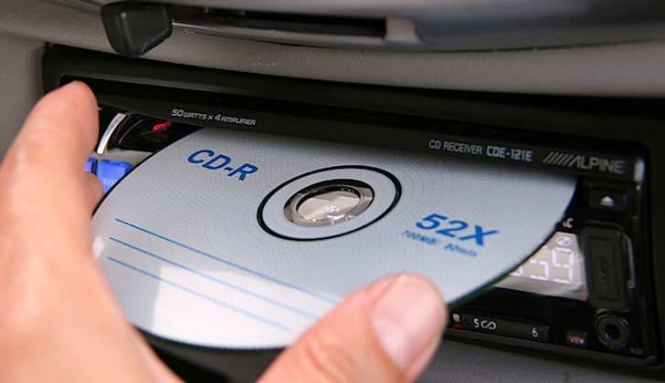 Как самостоятельно вытащить диск из автомагнитолы