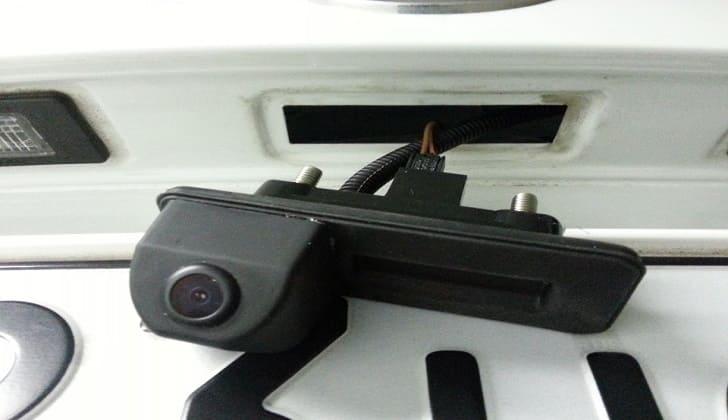 Крепление камеры заднего вида к багажнику