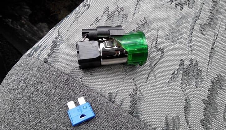 Голубой предохранитель прикуривателя ВАЗ-2110