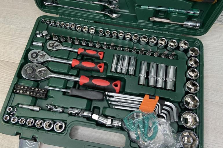 Набор инструментов для авто в чемодане недорогой но хороший