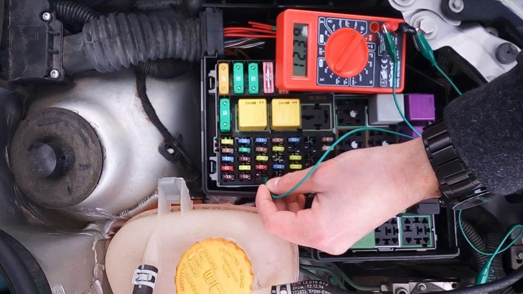 Предохранители в машине проверить мультиметром