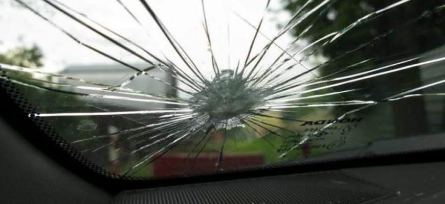 Ремонт треснутых или сколотых окон автомобиля